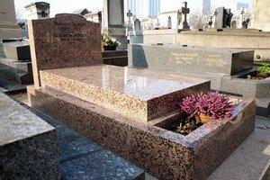monument funéraire granit