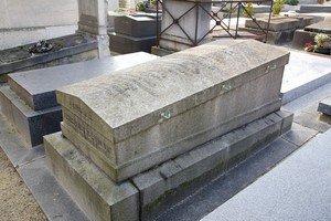 monument funéraire en pierre