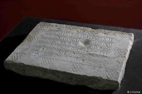 ancienne-plaque-funeraire