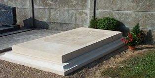 pierre tombale doucine